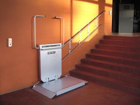 plate forme droite bps access home le sp cialiste du monte escalier. Black Bedroom Furniture Sets. Home Design Ideas